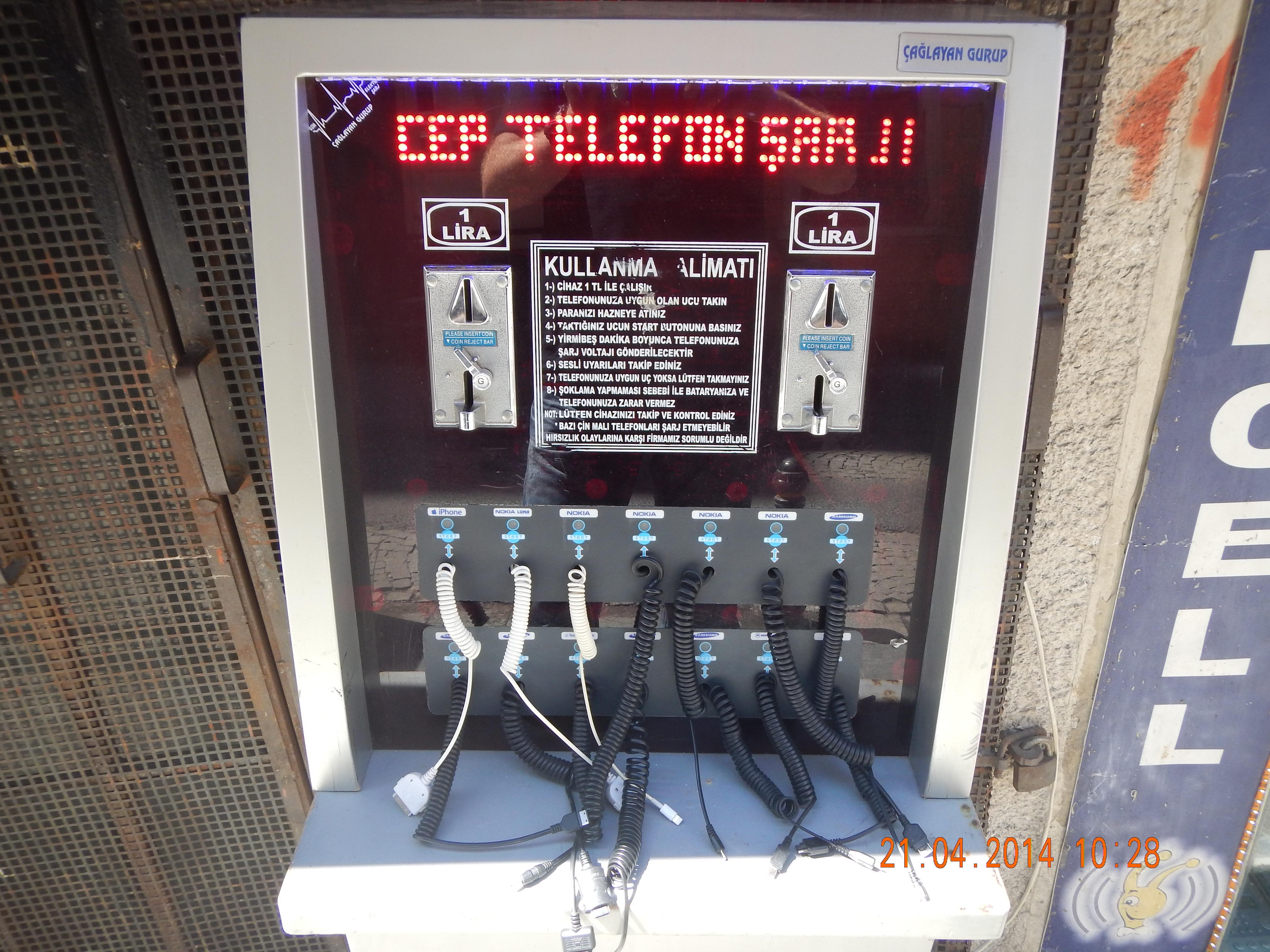 TELEFONLADESTASJON I ISTANBUL
