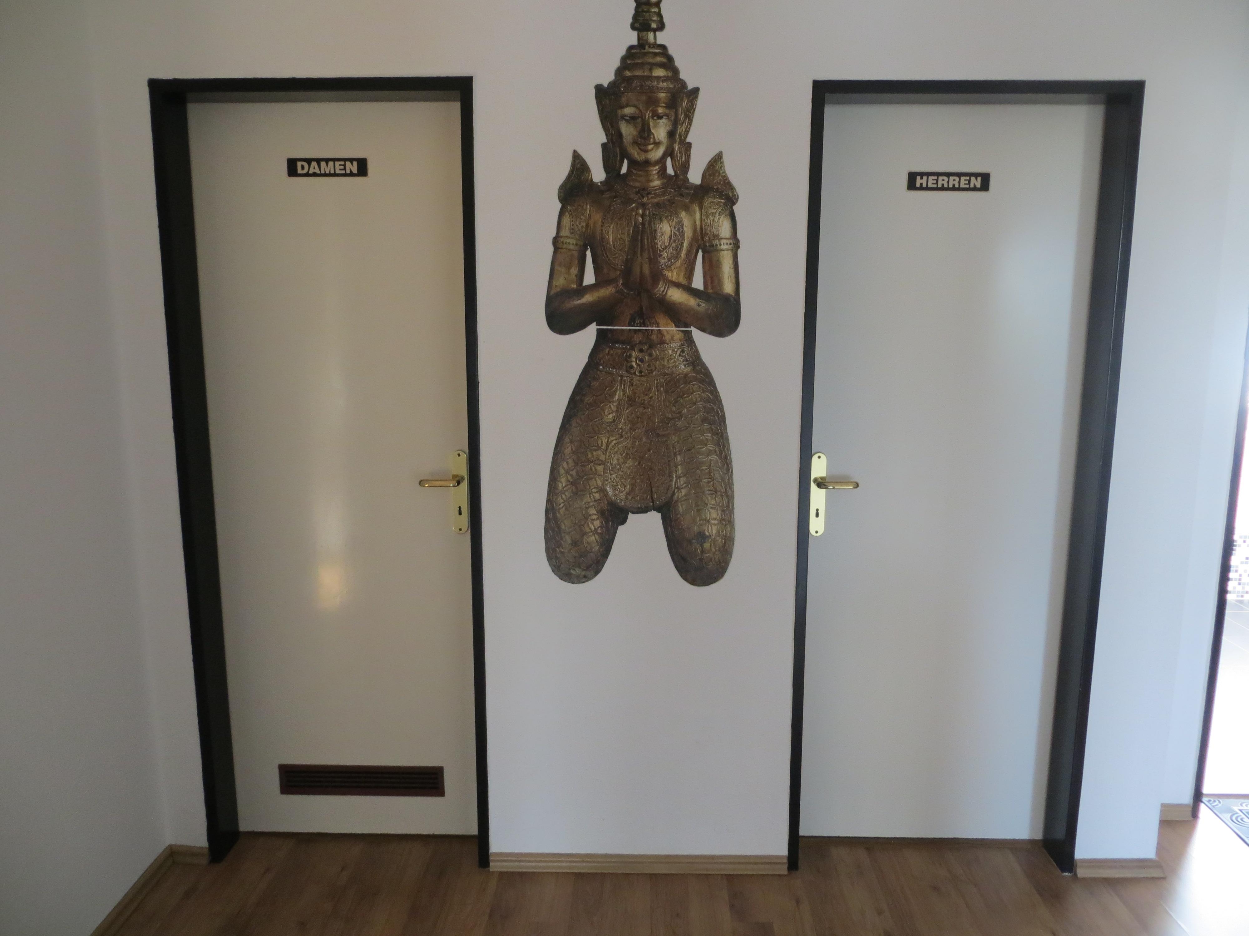 TOALETTLØSNINGEN PÅ HOTELLROMMET I ESSEN